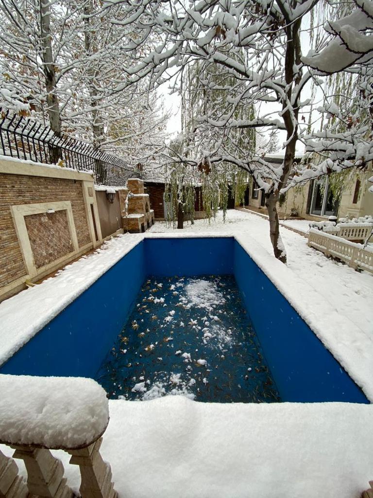 استخر در زمستان