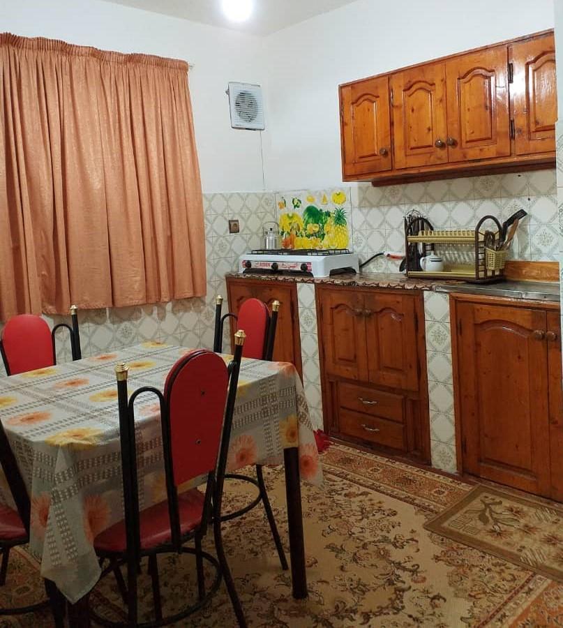 آشپزخانه و میز غذاخوری